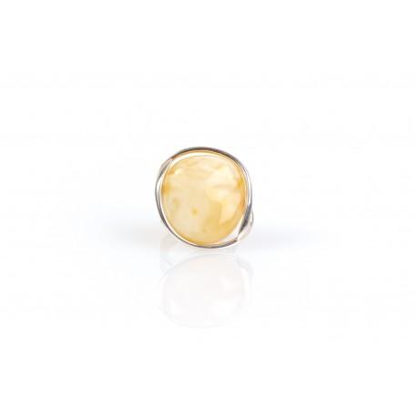 Sidabrinis žiedas su baltu Baltijos jūros gintaru