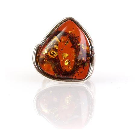 Sidabrinis žiedas su žėrinčiu konjakinės spalvos gintaru