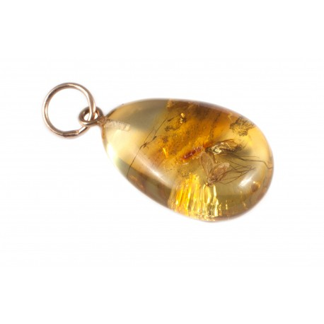 Auksinis pakabukas su gintaro inkliuzais