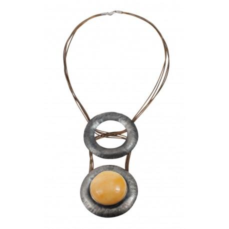 Originalus kaklo papuošalas su geltonu gintaru