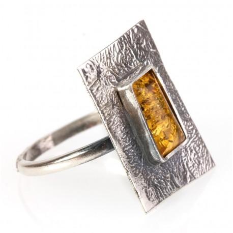 Kaltinio sidabro žiedas su citrininiu gintaru