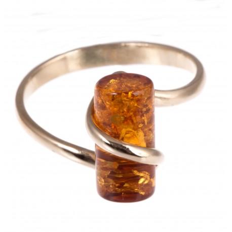 Auksinis žiedas su rudu Baltijos gintaru
