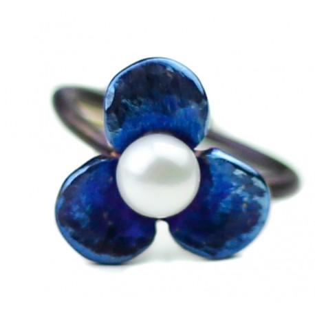 Titano žiedas