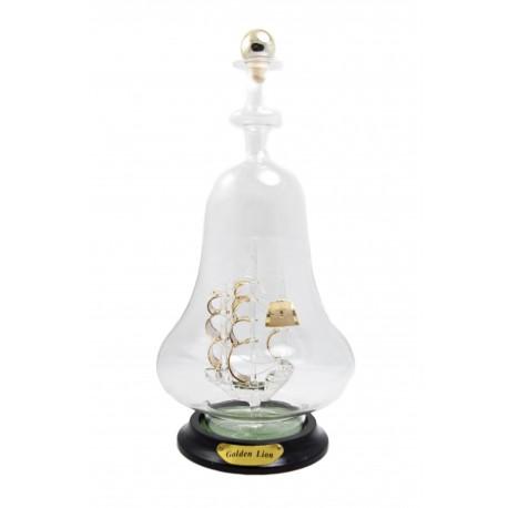 Auksuotas laivas stikliniame butelyje