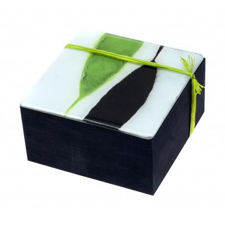 Medinė papuošalų dėžutė su vitražinio stiklo dangteliu